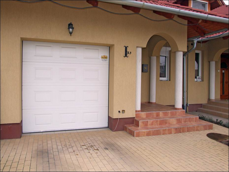 Az ECOTOR hőszigetelt garázskapu nem csak energiát takarít meg, de szebbé is teszi otthonát