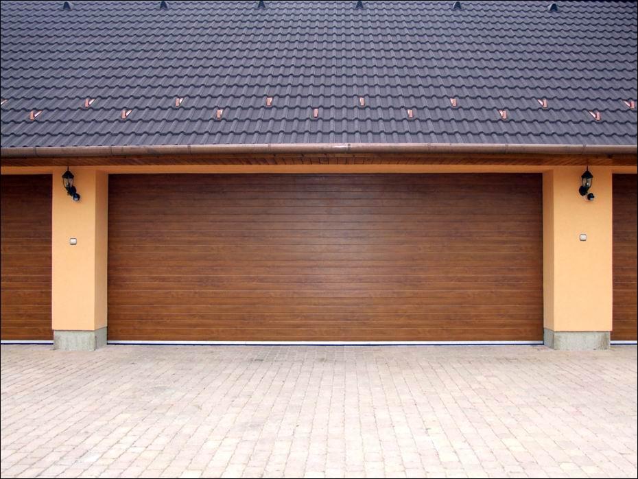 hőszigetelt ECOTOR garázsajtó, bordás mintázatú felülettel, aranytölgy színben Dunaharasztiban, 6 méteres szélsességben