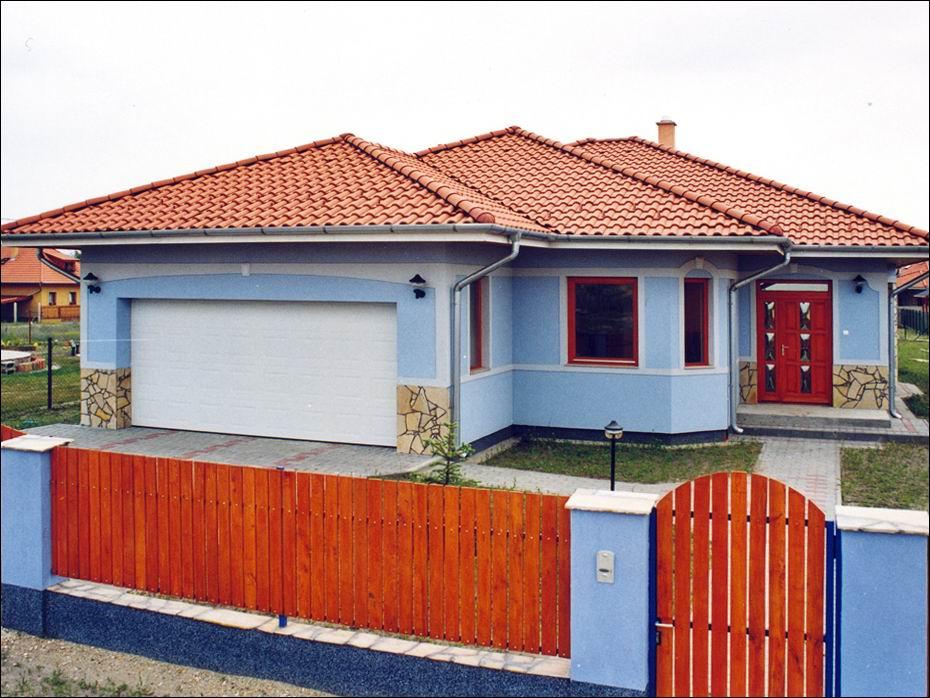 Dunavarsány, Fátyolvirág utcai garázskapu referencia: fehér színű, hőszigetelt, kazettás mintázatú 01