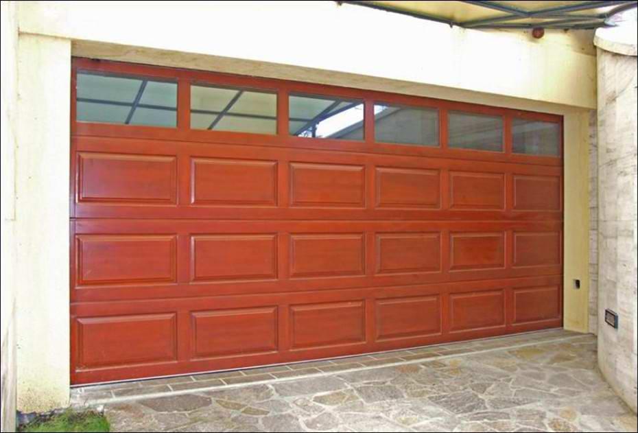 A hőszigetelt ablakok természetes fényt engednek garázsába